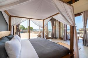 A bed or beds in a room at Manduna Resort