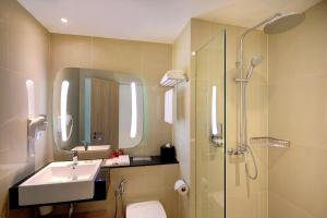 A bathroom at ibis Kuala Lumpur City Centre