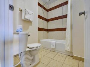 A bathroom at Route 66 Inn