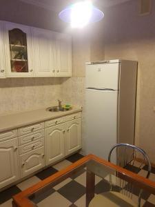 A kitchen or kitchenette at Apartment Generala Ermolova