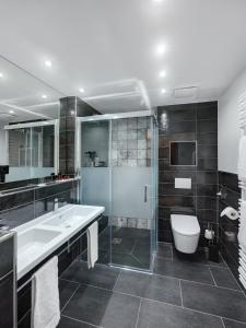 A bathroom at Art Hotel Superior