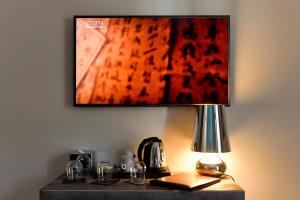 A television and/or entertainment center at Du Parc Hotel