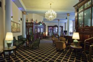 The lounge or bar area at Britannia Hotel City Centre Manchester