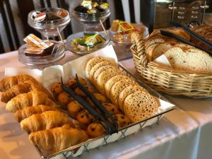 Breakfast options available to guests at New Inn by Greene King Inns
