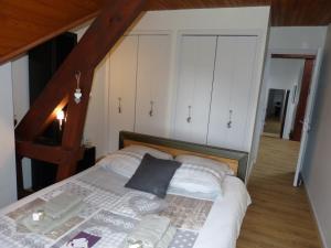 Un ou plusieurs lits dans un hébergement de l'établissement LES CHAMBRES DU GAVE D'OSSAU