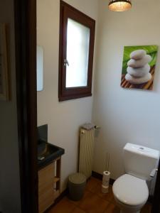 Salle de bains dans l'établissement LES CHAMBRES DU GAVE D'OSSAU