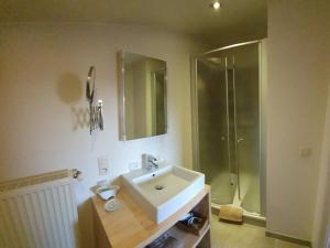Een badkamer bij B&B De Edelsteen