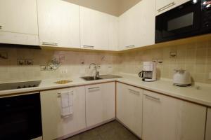 Kuchyň nebo kuchyňský kout v ubytování Chalet C'Est La Vie