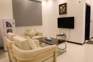 Uma área de estar em Quiet Rooms Suites