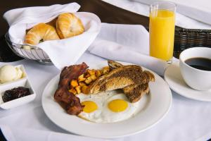 Breakfast options available to guests at The Brunswick Hotel