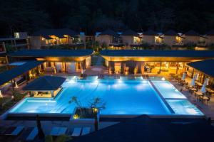 Ein Blick auf den Pool von der Unterkunft Bundhaya Villas oder aus der Nähe