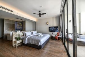 A bed or beds in a room at iSanook Resort & Suites Hua Hin - SHA Plus Certified