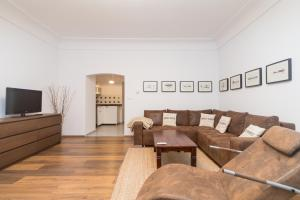 A seating area at Budyne Apartment II.
