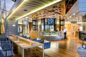 A restaurant or other place to eat at Novotel Bangkok on Siam Square
