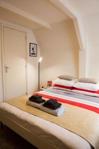 Een bed of bedden in een kamer bij Kuwadro B&B Amsterdam Jordaan