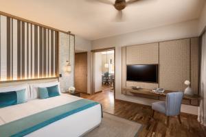Ein Bett oder Betten in einem Zimmer der Unterkunft Anantara Iko Mauritius Resort & Villas