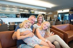 A family staying at Vayamundo Oostende - Apartments