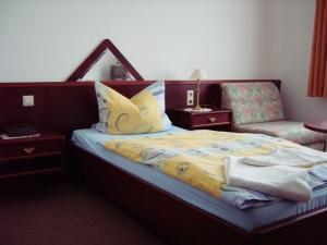Ein Bett oder Betten in einem Zimmer der Unterkunft Hotel Siegmar im Geschäftshaus
