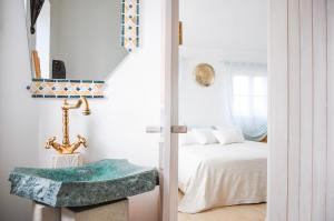 A bed or beds in a room at Uma Casa a Beira Sol