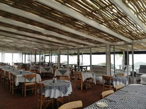A restaurant or other place to eat at Ocean View Hotel