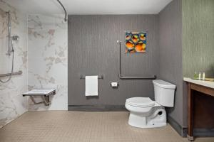 A bathroom at Doubletree by Hilton Toronto Airport, ON