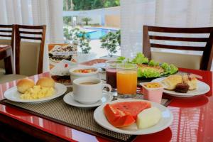Breakfast options available to guests at Comfort Hotel Manaus