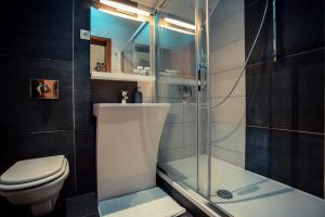 Un baño de Golden Lakes Rooms