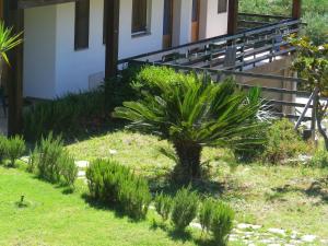 A garden outside Centro di Turismo Equestre B&B Shangrilà