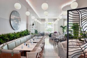 A restaurant or other place to eat at COMO Metropolitan Miami Beach