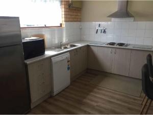 A kitchen or kitchenette at Bright Motor Inn
