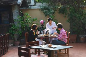 A restaurant or other place to eat at Mylaohome Hotel & Spa