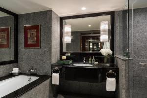 Bagno di Anantara Siam Bangkok Hotel - SHA Plus Certified