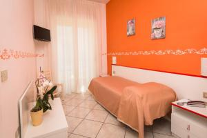 A bed or beds in a room at Hotel Baia Verde