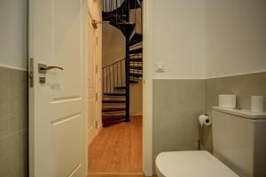 A bathroom at Apartamentos Setas Center
