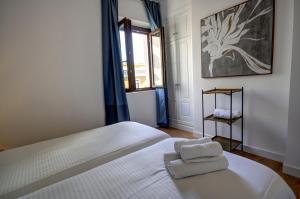 A bed or beds in a room at Apartamentos Setas Center