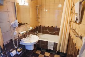 A bathroom at Siberia Hotel