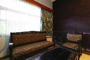 A seating area at Eve Guest House