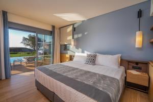 Letto o letti in una camera di Apollonion Asterias Resort and Spa