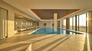 The swimming pool at or near Hotel de Blanke Top