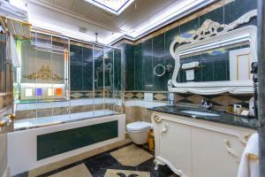 A bathroom at Seven Hills Palace & Spa