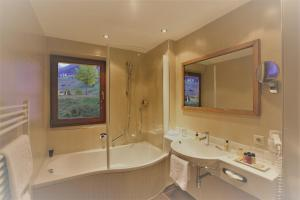 A bathroom at Hotel Montana