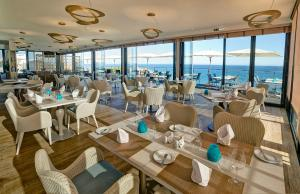 A restaurant or other place to eat at Alisios