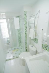 A bathroom at Studios Jovita House
