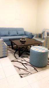 Uma área de estar em Noon Furnished Apartments