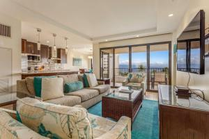 A seating area at Kaanapali Alii, a Destination by Hyatt Residence
