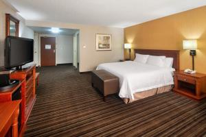 A bed or beds in a room at Hampton Inn & Suites by Hilton Toronto Airport