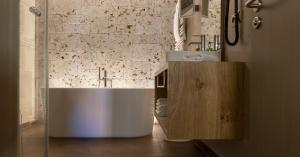 A bathroom at Romantik Hotel Markusturm