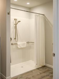 A bathroom at OCEAN SHORES RESORT - Brand New Rooms