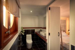 Ein Badezimmer in der Unterkunft The Box - Lipe Resort