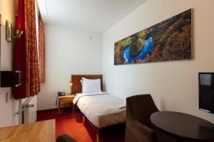 سرير أو أسرّة في غرفة في فندق أمستردام فيتشمان